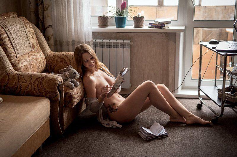 Любительница бумажных книгphoto preview