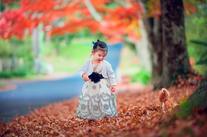 girl, child, red, kid, autumn, leaves, colours, blackheath Celine in autumnphoto preview