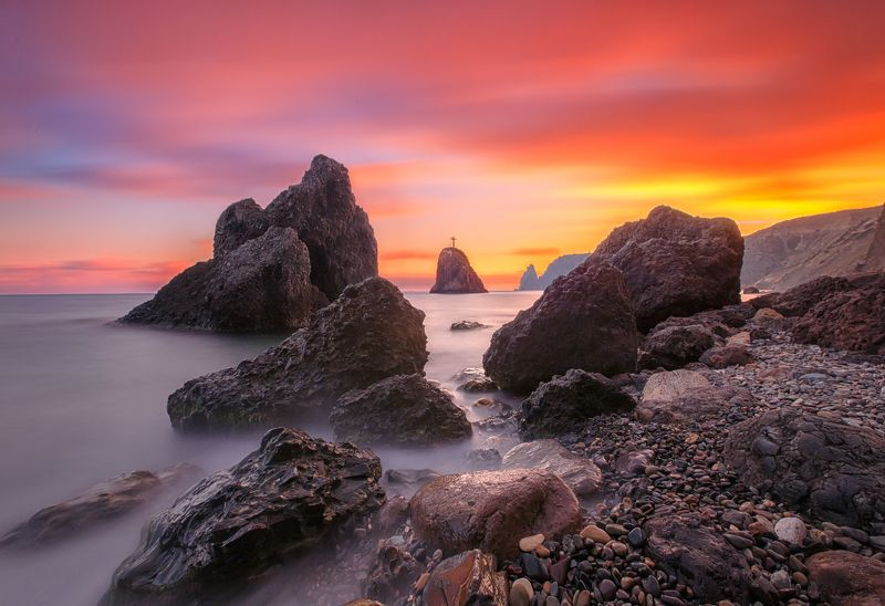 закат,пейзаж,розовый,огненный,море,побережье,крым,скалы,камни,длинная выдержка,небо,облака,россия,севастополь,фиолент,мыс,крест,георгиевский,горы Сказки Крымского закатаphoto preview