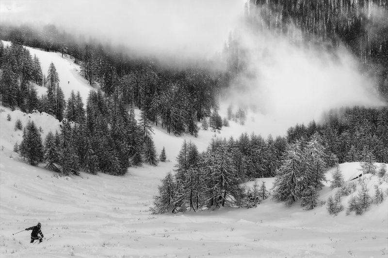 горные лыжи, горнолыжный курорт, горы, туман, альпы, франция, лыжник, снег, зима Манящая неизвестностьphoto preview