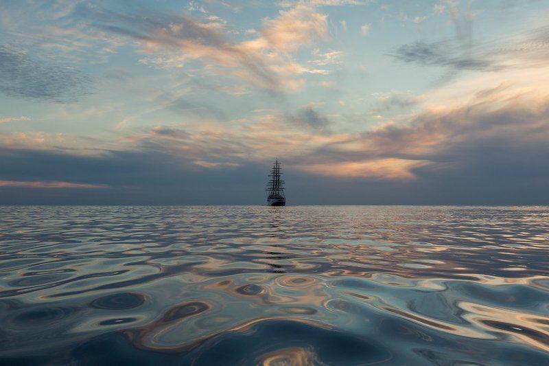 Парусник. Финский залив. Парусник выходит в море.photo preview