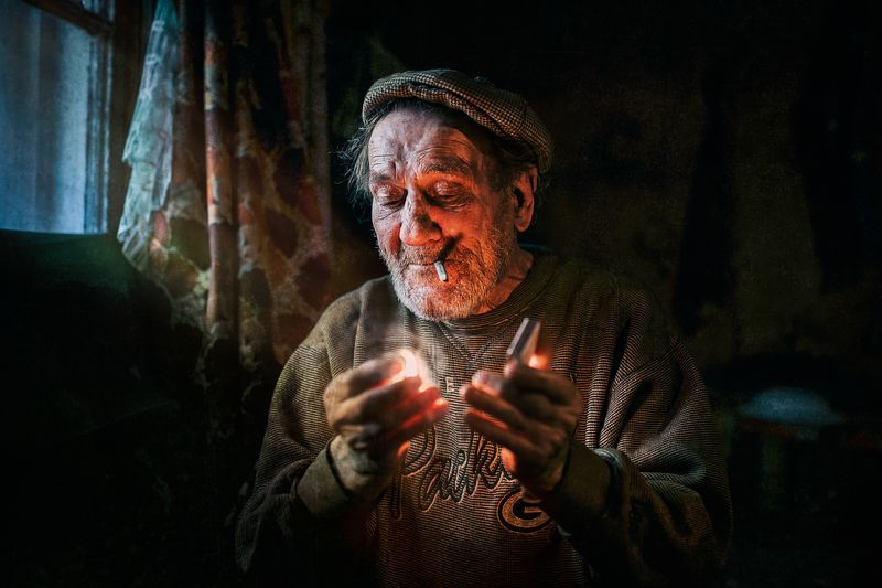portrait,man,fire,smoke,портрет,свет,жанр Последняя спичкаphoto preview
