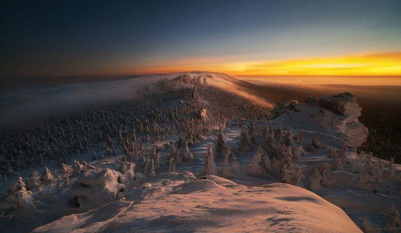 пейзаж,россия,перспектива,свет,тень,снег,зима,помяненный_камень,хребет,горы,заповедник Закат над Колчимским камнемphoto preview