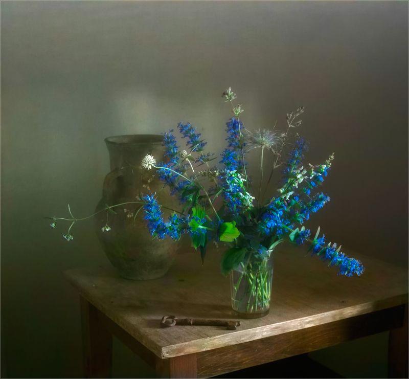 still life, натюрморт,  цветы, природа,  винтаж, полевые цветы, ключ, кувшин натюрморт с полевыми цветамиphoto preview
