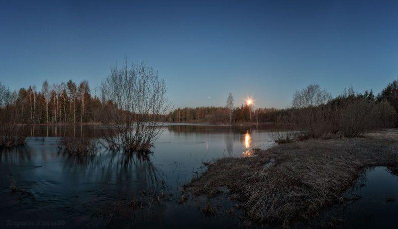 луна весенняя заходит...photo preview