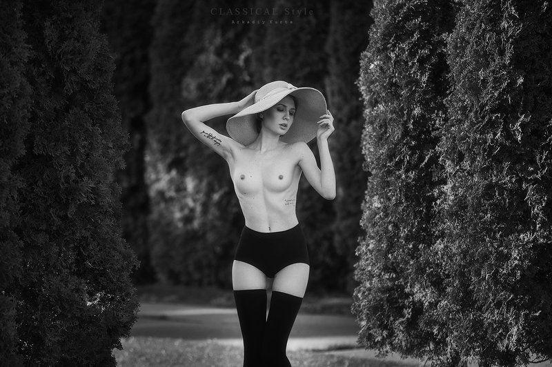 Дама в шляпеphoto preview