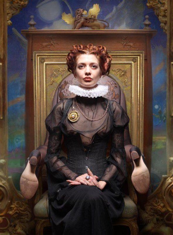 Парадный портрет (с грифонами)photo preview