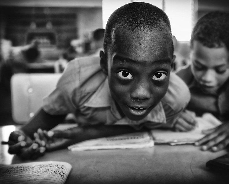 школа, класс, доминикана, мальчики, дети, парта, журнал, окно, свет, учёба, урок, школьник, глаза На урокеphoto preview