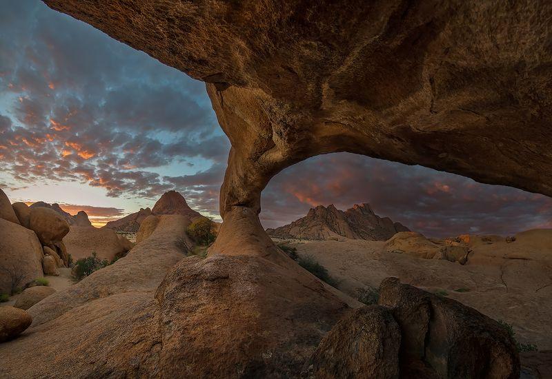 Последние лучи солнца над Spitzkoppephoto preview