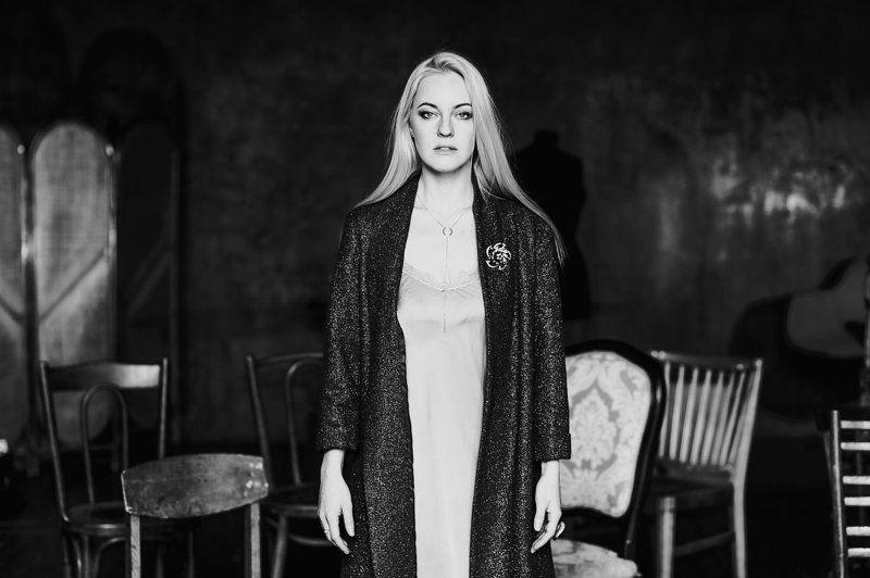 портрет, черно-белый портрет. студия, естественный свет Янаphoto preview