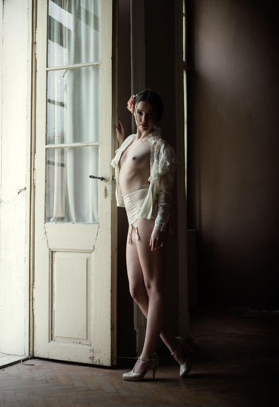 nude, portrait, mood, old castle, michael schnabl old castlephoto preview