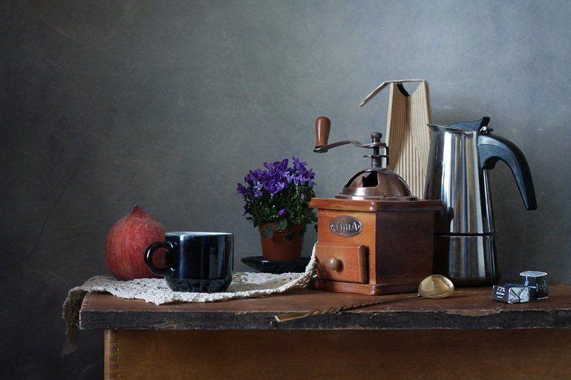 натюрморт, кофе, персик, шоколад, цветы Натюрморт с кофемолкойphoto preview