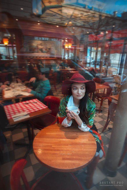 В Парижском кафеphoto preview