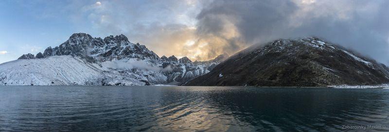 непал, гималаи, озеро, гокио, пик, закат, панорама Огненный закат на озере Гокио. Гималаи, Непал.photo preview