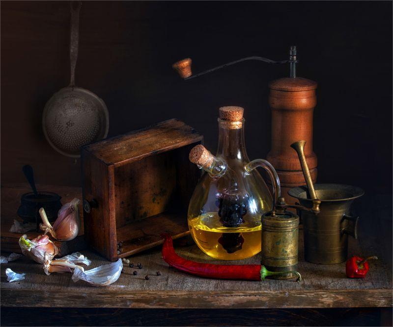 still life, натюрморт,  винтаж, кухня, перец, чеснок,еда, декантер, специи,ступка, мельница, бутылки, дуршлаг, ключ, ретро кухонный винтажphoto preview