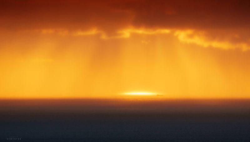 чёрное море, облака, солнечный луч, свет, настроение, танкер, судно. Купаясь в солнечных лучах.photo preview