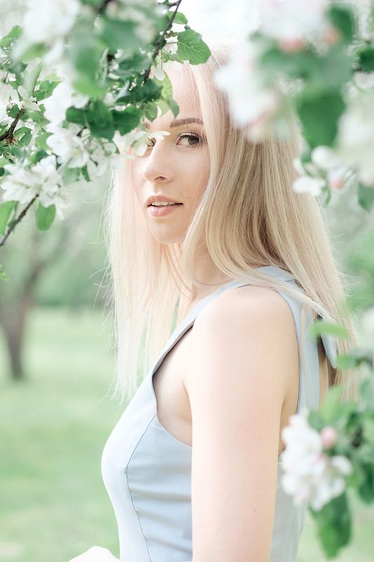 портрет, девушка, весна, модель, model, portrait, art, girl, spring, annromanovska, цветы, flowers, appletrees, яблони True Springphoto preview