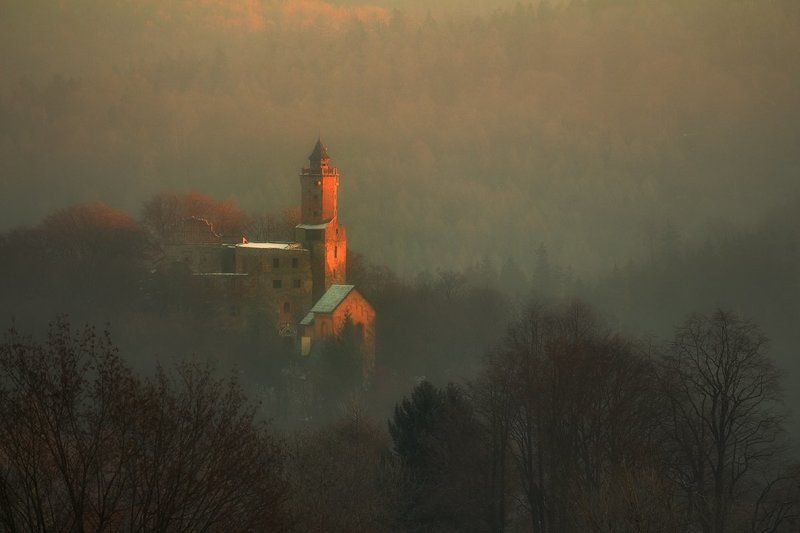 landscape,canon,mist,light,autumn,castle With the First Ray of the Sun...photo preview