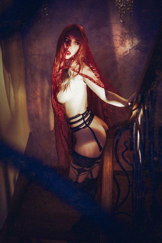 woman, portrait, nude, lingerie, veil, light Red veilphoto preview