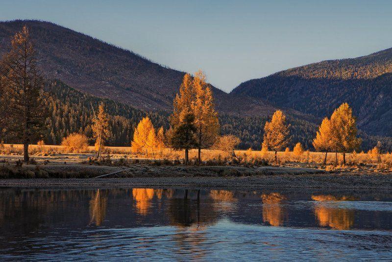 Осенний этюд с отражениемphoto preview