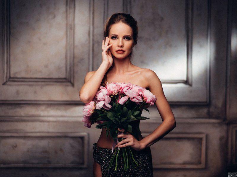 портрет,  пионы,  цветы,  обнаженнаянатура Кристиphoto preview