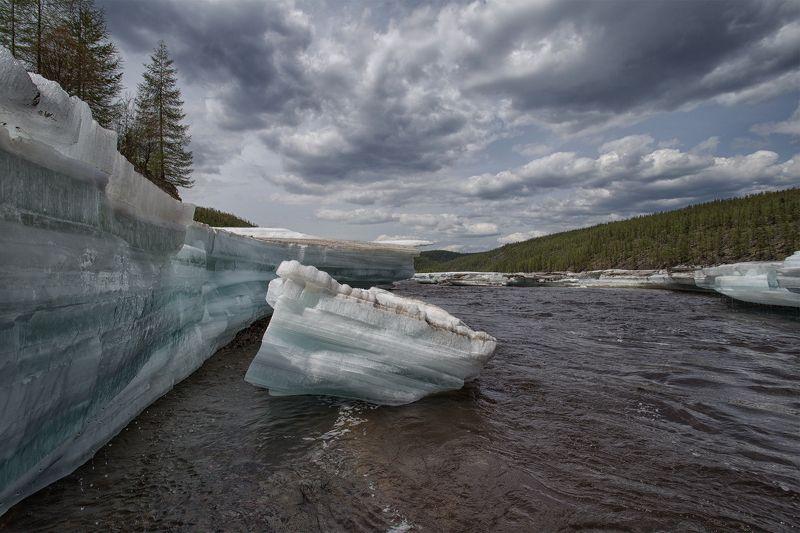 якутия, нерюнгри, июнь, лето, река_верхние_нерюнгри, лед, наледь Июньские льдыphoto preview