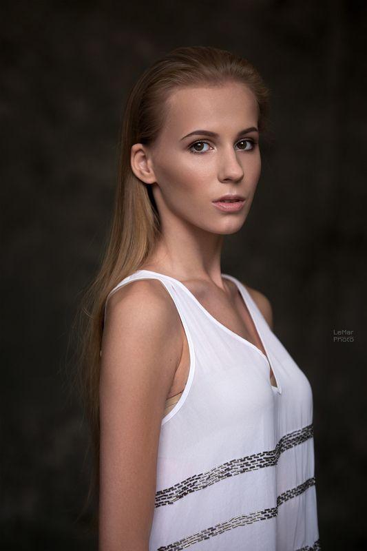 портретный фотограф, фотограф в москве, москва, девушка, модель, портрет, свет, день, студия, фотосессия, естественный свет Марияphoto preview