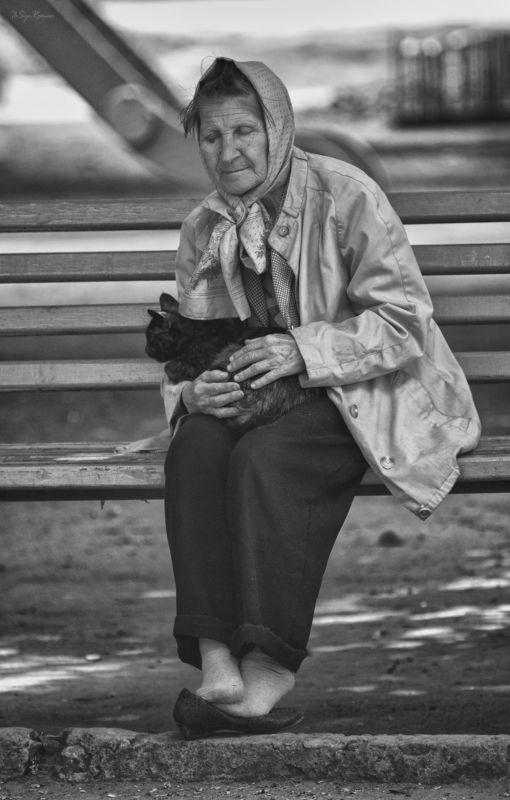 женщина, кошка, улица,  скамейка, лавочка, отдых Релакс с  антидепресантом ...photo preview