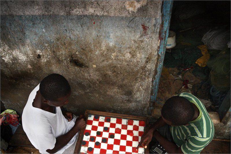 игра, шашки, либерия, африка, game, liberia, africa Игра в шашкиphoto preview