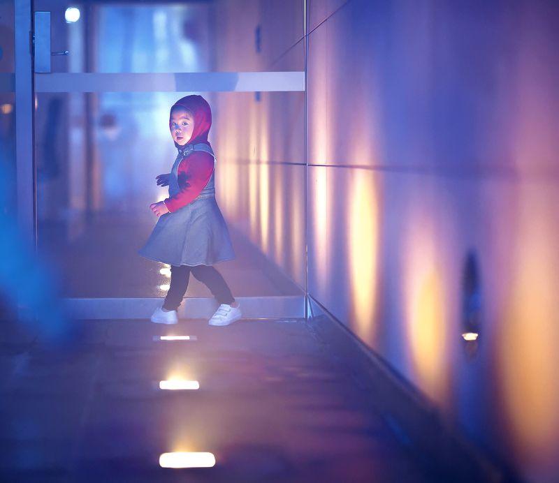 kid, child, girl, night, spotlight, warm, light, family follow mephoto preview