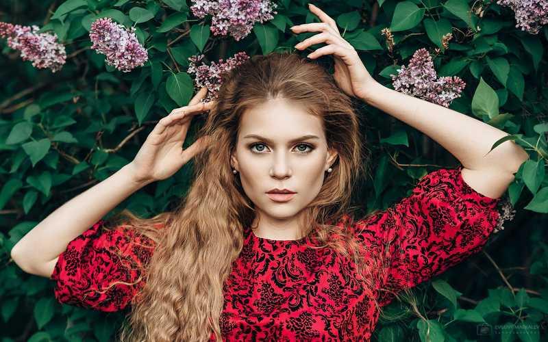 portrait, girl, outdoors, green, red, lilac, девушка, портрет, сирень, пленер Аннаphoto preview