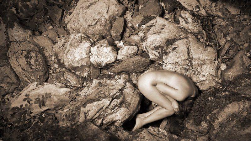 Stones, Girl, Greece Im Flußbettphoto preview