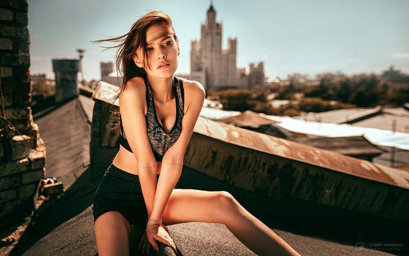 портрет, девушка, лето, крыша, солнце Высоко сижу - далеко гляжу!photo preview