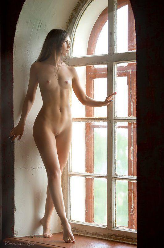 ню, девушки, грудь, обнажённая,окно photo preview