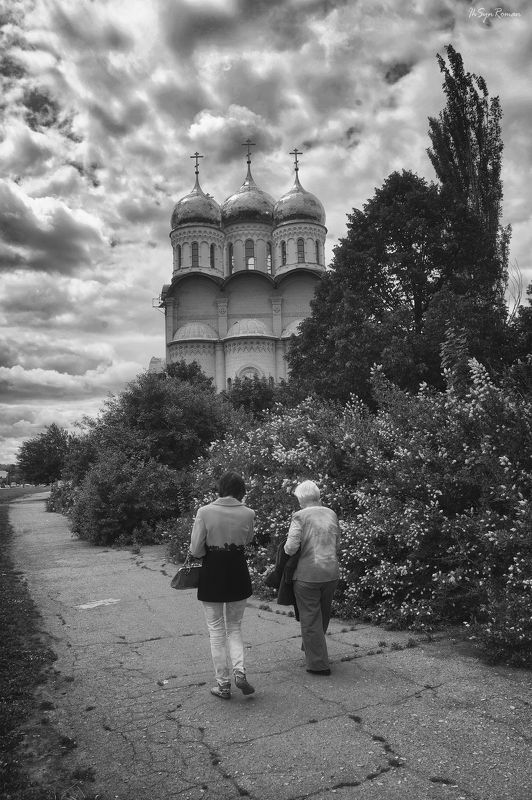люди,церковь,храм, жанр,улица Выходной ...photo preview