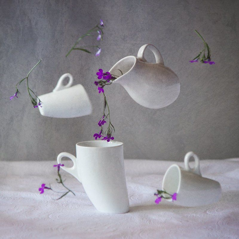 Странное белое чаепитиеphoto preview