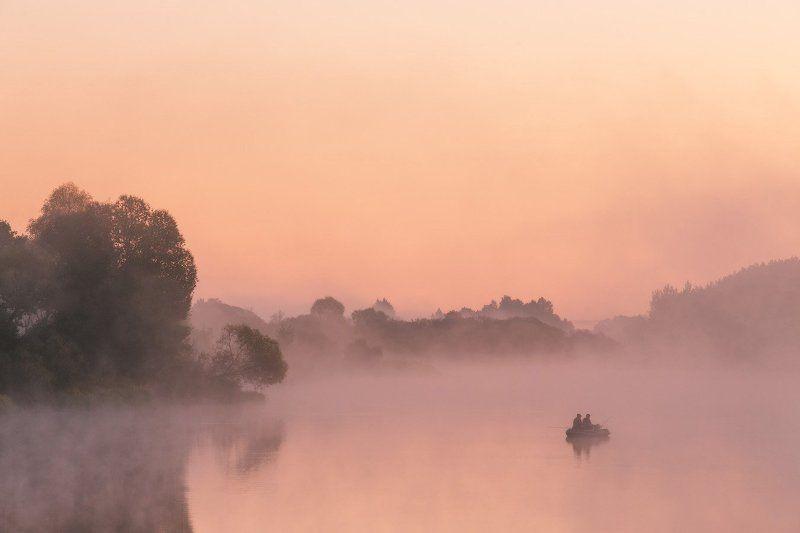 август, беларусь, березина, лето, рассвет, река, туман, утро Об утренней рыбалкеphoto preview