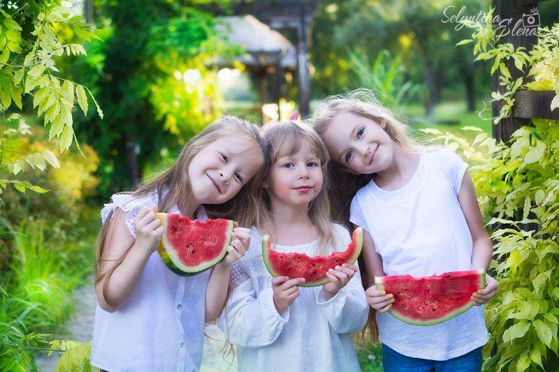 дети, детская фотография, лето, арбуз, арбузное настроение, summer, watermelon Наше лето - оно такое... Сочное! Вкусное! Арбузное!photo preview