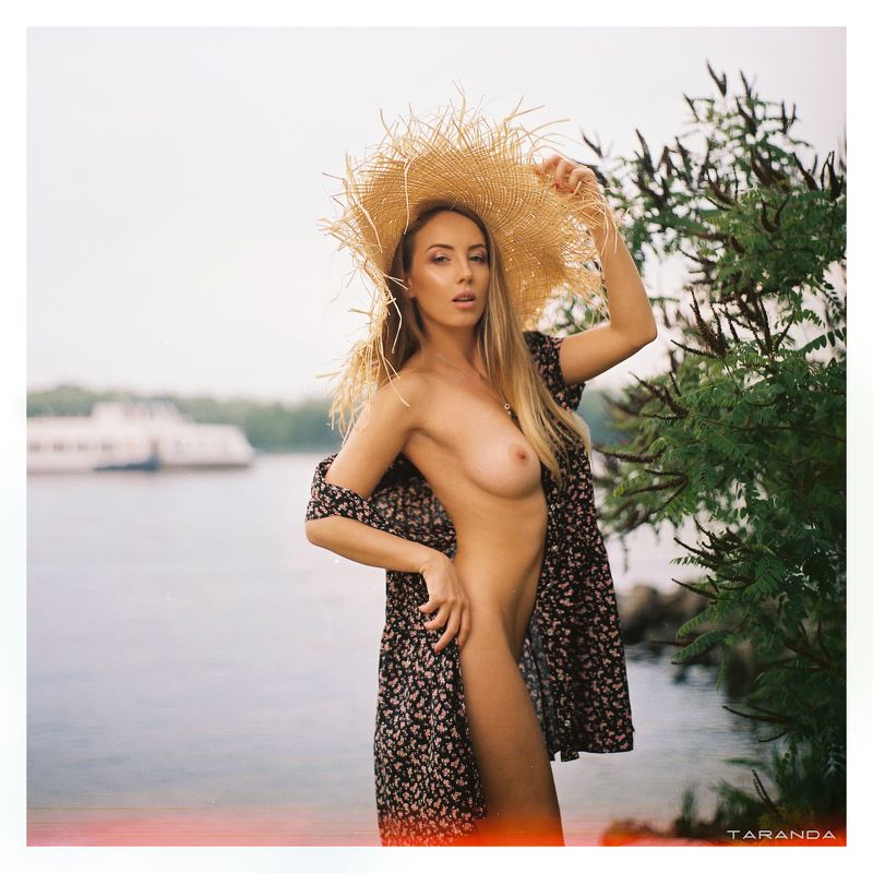 girl, kiev, ukraine, village, portrait, nu, nude, hat, film, kodak, portra, sweet, sexy Сhiaraphoto preview