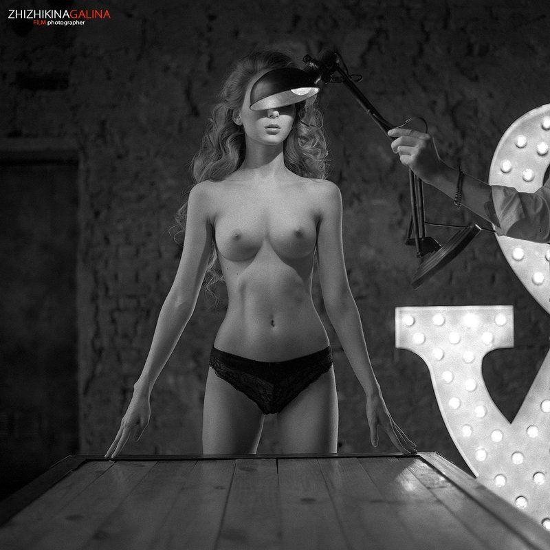 девушка, свет, модель, портрет, жанр, стол, нежность, искусство, грация, ню, топлесс, лампа, пленка, люстра, soul, photo, photography, portrait, nature, art, nude, artnu, nu piXarphoto preview