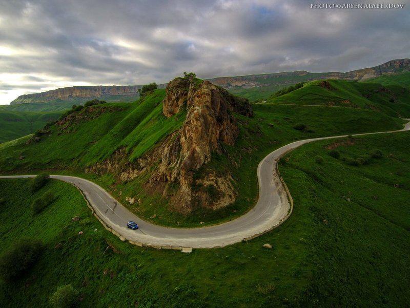 горы, предгорья, хребет, вершины, пики,,дрон, квадрокоптер,скалы, холмы, долина, облака, путешествия, туризм, карачаево-черкесия, северный кавказ ПРО МАЛЕНЬКУЮ СИНЮЮ МАШИНКУphoto preview