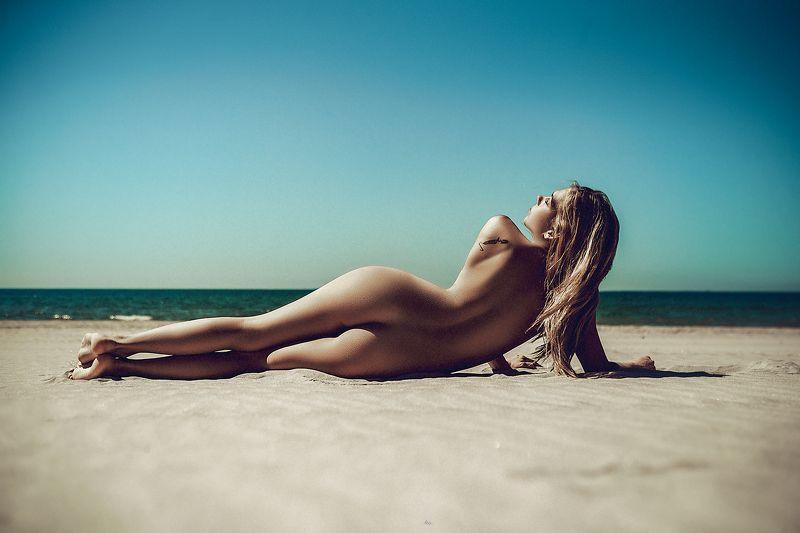 woman, nude, beach, summer Summer curvesphoto preview