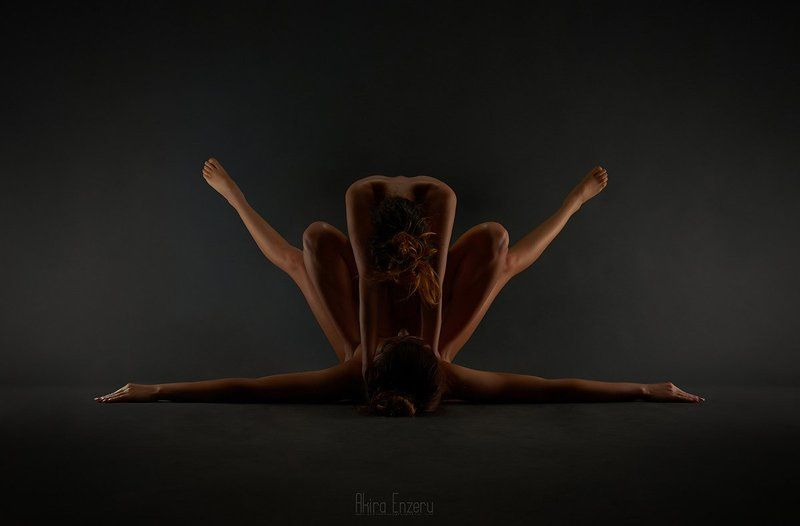 nude, studio, portrait Симметрияphoto preview
