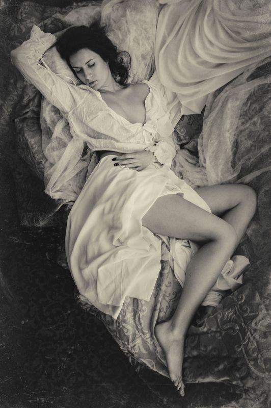 ню, эротика, портрет Спящаяphoto preview