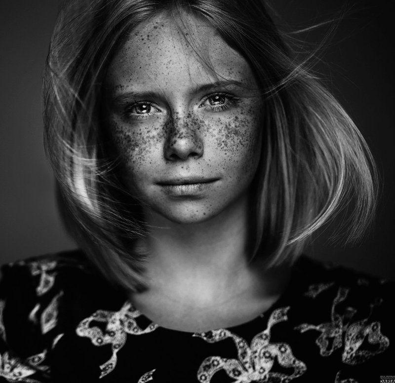 портрет,  булавина, веснушки Полинаphoto preview