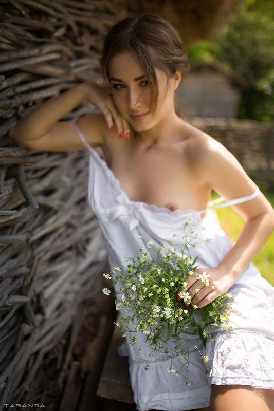 girl, kiev, ukraine, village, portrait, nu, nude, flowers, sweet, sexy photo preview