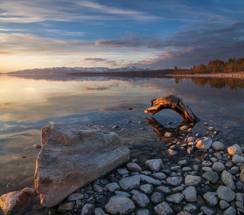 пейзаж,камни,перспектива,россия,север,лето,солнце,свет,отражение,вода,озеро Имандра на закатеphoto preview