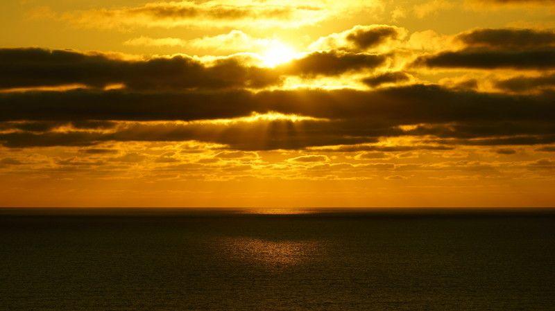 korea,gyeongsangbukdo,ulleungdo,island,summer,sea,seascape,sunrise,clouds,morning,horizontal,sunlight,backlight Sunrise on Ulleungdo Islandphoto preview