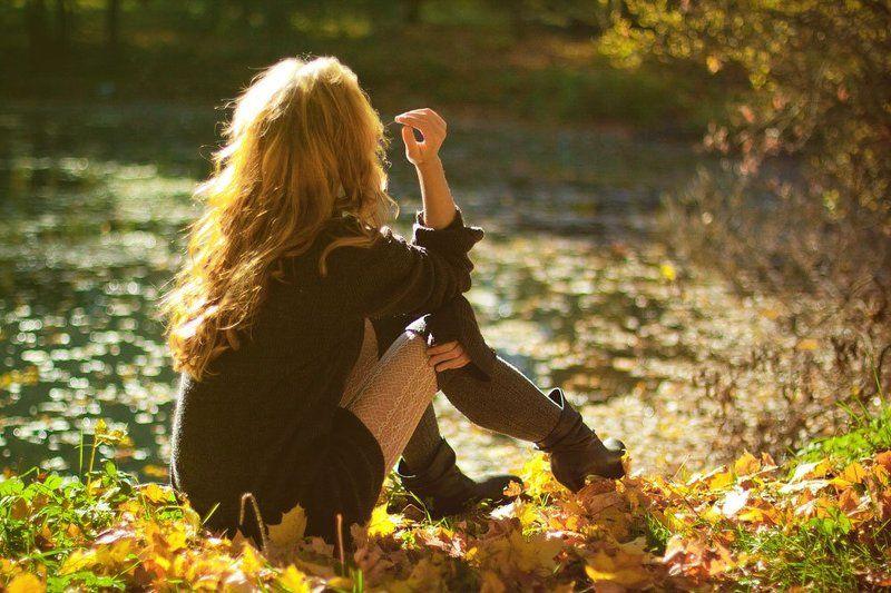 девушка, портрет, пруд, осень Осенняя грустьphoto preview