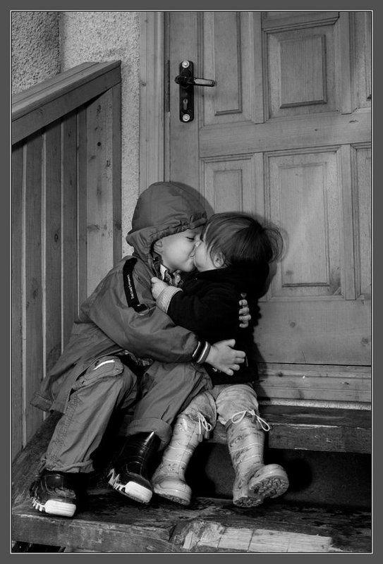 дети любовь поцелуй Детская любовь.photo preview